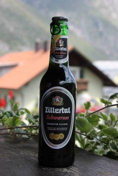 Cerveja Zillertal Schwarzes, estilo Schwarzbier, produzida por Zillertal Bier, Áustria. 5.2% ABV de álcool.