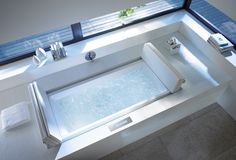 No limits in terms of architecture: The Sundeck Pool is also available as a back-to-wall variant.