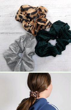 """""""Scrunchies"""" er kult - og kjekt å ha! Så hvorfor ikke lage hårstrikkene selv! PS! Bruk gjerne stoffbiter du har liggende fra før ♻️ Scrunchies, Tips, Flowers, Fashion, Crafts For Kids, Banner Ideas, Moda, Advice, Fasion"""