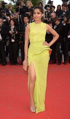 Cannes 2012 - Freida Pinto in Atelier Versace - Day 2 (montée des marches De Rouille et d'Os, Jacques Audiard)
