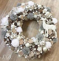 Christmas Advent Wreath, Christmas Diy, Christmas Decorations, Xmas, Holiday Decor, Pine Cone Art, Christmas Images, Door Wreaths, Flower Arrangements