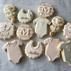 """515 Likes, 27 Comments - Natasha (@natsweets) on Instagram: """"Blush pink, white and gold baby girl cookies for a diamond and pearls shower #natsweets #blushpink…"""""""