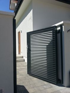 Savory Modern fence design ideas,Unique front yard fence and Fencing ideas style. Aluminium Gates, Metal Gates, Aluminum Fence, Metal Doors, Home Fencing, Garden Fencing, Outdoor Fencing, Side Gates, Front Gates