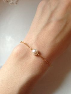 Gold Bridal Bracelet, Pearl Bracelet, 14K Gold Plated Bracelet, Gold Bracelet, Pearl Bridal 0187 on Etsy I Love Jewelry, Simple Jewelry, Pearl Jewelry, Diy Jewelry, Jewelry Box, Jewelry Design, Fashion Jewelry, Jewelry Accessories, Gold Pearl