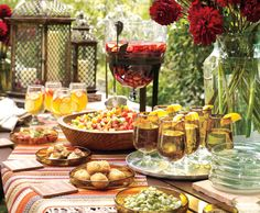 Fiesta - Sangria and Tapas.Spanish tapas can range from bite-size finger foods to skewered delights. Paella Party, Tapas Party, Tapas Dinner, Sangria Party, Sangria Wedding, Summer Sangria, Brunch, Decoration Buffet, Deco Buffet