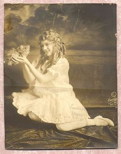 Mary Pickford holds a kitten