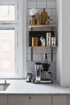 my scandinavian home: Monochrome touches in a Stockholm pad Scandinavian Kitchen, Scandinavian Interior, Kitchen Interior, Kitchen Decor, Kitchen Shelves, Buy Kitchen, Kitchen Tools, Kitchen Ideas, Interior Styling