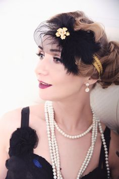 The bridal black fascinator is made of a stretch headband and a set of black feathers, decorated with a gold flower with a crystal. Perfect for the Great Gatsby or the 1920s party! Stunning 1920s/30s style feather headpiece. #Black #Gold #Feather #Wedding #Fascinator #Bridal #headpiece #Great #Gatsby #Charleston #1920s #Roaring #20s #hairaccessory #hairvine