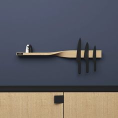 The Twist Shelf is a wooden shelf and magnetic board. Two functions united by a simple twist - turning them into a unique and sculptural object. It's ideal for kitchens where the magnetic board serves as a knife strip and the shelf as stora. Magnetic Key Holder, Knife Holder, Spice Storage, Table Design, Brew Pub, Yanko Design, Shelf Design, Magnetic Knife Strip, Wooden Shelves
