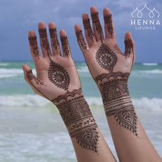One of my favorite designs so far for @kristinesouza beach wedding in Tulum. Who is getting married in Mexico this year? PM me your dates! I have unpublished discounts available for April/May :) #henna #mehndi #indiandestinationwedding #hennacancun #mehndimexico #naturalhenna #tulum #beachwedding