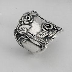 Israeli Sterling Silver Ring Vintage Design Floral by Bluenoemi