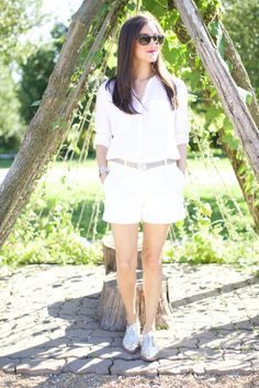 White summer outfit for women. Wearing white on white for a chic summer look. Added some silver metallic oxfords for a polished look!