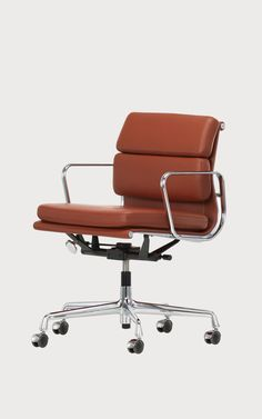 Buy online Ea 217 By vitra, swivel leather office chair design Charles & Ray Eames, eames soft pad group Collection Robin Day, Vitra Design Museum, Charles & Ray Eames, Eames Chair Replica, Black Office Chair, Executive Office Chairs, Design Bestseller, Eames Chairs, Arredamento