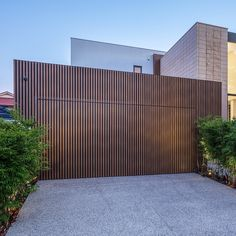 This amazing rustic garage doors is undeniably an outstanding design technique. Modern Garage Doors, Garage Door Design, House Cladding, Facade House, Duplex Design, House Design, Aluminium Windows And Doors, House Front, Architecture Details