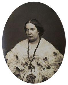 Isabel II de Espanha Spanish Royalty, Royal Queen, Isabel Ii, Southern Europe, Queen Victoria, Victorian Era, Historical Photos, 19th Century, Catholic