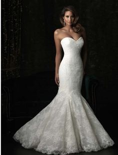 I want this dress. Sweetheart, check. Mermaid, check. Lace with little to no beading,  check!  I love it I absolutely love it