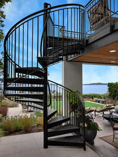 would be so nice to have a spiral staircase to go from the backyard up to the craft room balcony.