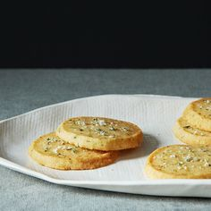 Cheese Sables with Rosemary Salt 100 grams soft butter 100 grams self-rising flour 100 grams strong cheese, grated (I use Parmesan and vintage cheddar) 1 pinch cayenne pepper 1 tablespoon fresh rosemary Rosemary Salt Recipe, Tapas, No Salt Recipes, Dip Recipes, Cheese Recipes, Veggie Recipes, Yummy Recipes, Cooking Recipes, Savoury Baking