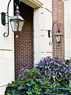 French Quarter with Rodin Bracket and top and bottom finials