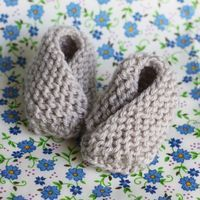 Beautiful Very Easy Baby Booties Free Knitting Pattern Baby Booties Knitting Pattern Of Awesome 47 Pics Baby Booties Knitting Pattern Knitted Baby Boots, Baby Booties Knitting Pattern, Knit Baby Shoes, Knit Baby Booties, Baby Knitting Patterns, Baby Patterns, Knitting For Kids, Free Knitting, Knitting Projects