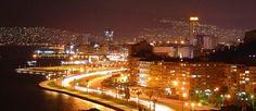 Akşam ayrı bir neşe saçıyor İzmir. pic.twitter.com/xpWmbRRoEj
