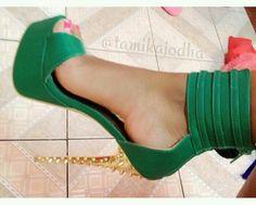 Women's Fashion High Heels : Cute green heels♥ Stilettos, Stiletto Heels, Pumps, Gold Heels, Dream Shoes, Crazy Shoes, Me Too Shoes, Hot Shoes, Shoes Heels