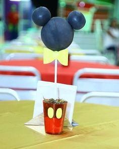 Topiaria Mickey sem emendas! Um excelente centro de mesa! #centrodemesa #festamickey #Mickey #Disney #festainfantil