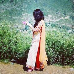Sumi Girly Dp, Amazing Dp, Cute Muslim Couples, Beautiful Love Pictures, Cute Boy Photo, Girl Hiding Face, Stylish Dpz, Gowns For Girls, Girly Pictures