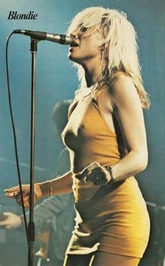 """Debbie Harry of the punk-pop band Blondie is one of the most stylish, cool iconic women to grace the earth. Before Deborah Ann """"Debbie"""". Rock And Roll, Pop Rock, Blondie Debbie Harry, New Wave, Chicas Punk Rock, Women Of Rock, Iconic Women, Female Singers, Divas"""