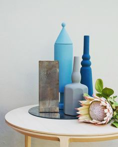 It's spring time at with @le_morandine: a collection of objects designed by @sonia_pedrazzini whose shapes bring to mind the famous still lifes of #GiorgioMorandi.  #le_morandine #vases @veronica_leali