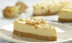 Forget gingerbread men recipes, this gingerbread cheesecake just became your new best friend at Christmas! This easy dessert recipe is loaded with the rich and creamy flavor you love about cheesecake, but it's got a seasonal twist! Banoffee Cheesecake, Cheesecake Day, Pumpkin Cheesecake, Sweet Desserts, Easy Desserts, Rudolph's Bakery, Graham Cracker Cake, Pie Recipes, Dessert Recipes