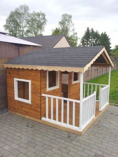 Pallets 43 Free DIY Playhouse Plans That Children - Want to surprise your kid this Christmas? Chuck the obvious list of toys and build them cool playhouses using these DIY Playhouse Plans. Pallet Playhouse, Build A Playhouse, Playhouse Outdoor, Hobbit Playhouse, Kids Playhouse Plans, Playhouse Furniture, Cubby Houses, Dog Houses, Play Houses