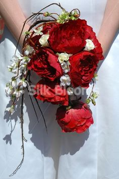 I love this red rose bouquet with draping twigs and vines.  Very romantic.