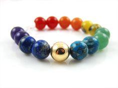 Nieuwe collectie sieraden met edelstenen en symbolen