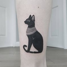 Top of 148 Ancient Egyptian Tattoos - The Most Complex Civilization Egyptian Cat Tattoos, Egyptian Cats, Egyptian Symbols, Bast Tattoo, Tattoo Cat, Body Art Tattoos, Small Tattoos, Cleopatra Tattoo, Egypt Cat