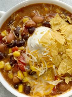 7 can chicken taco soup is the easiest dinner ever! Dump 7 cans into a pot plus some seasonings and that's it! Top with cheese, chips, and sour cream. Can Chicken Recipes, Chicken Taco Soup, Canned Chicken, Easy Soup Recipes, Chicken Tacos, Mexican Food Recipes, Cooking Recipes, Cabbage Recipes, Mexican Dishes