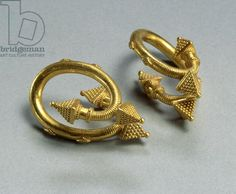A pair of spiral earrings, c.450-400 BC (gold)