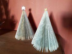 vikt julgranar av gamla böcker