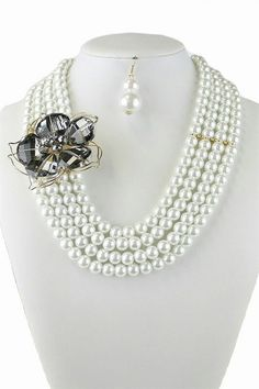 Pearl necklace set w/ flower detail