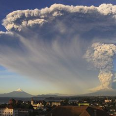 Twin blasts from the Calbuco volcano in southern Chile have sent vast clouds of ash into the sky, increasing concerns that it could contaminate water, cause respiratory illnesses and ground more flights.