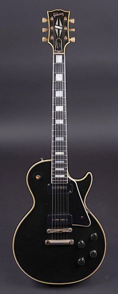 Great looking gibson les paul guitars Music Guitar, Guitar Amp, Cool Guitar, Guitar Chords, Ukulele, Gretsch, Epiphone, Gibson Guitars, Fender Guitars