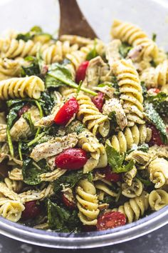 Quick and easy Pesto Chicken Pasta Salad with fresh ingredients and loads of fla. Quick and easy Pesto Chicken Pasta Salad with fresh ingredients and loads of flavor! This is the perfect side dish for any get together, backyard bbq, or potluck. Chicken Pesto Pasta Salad, Pesto Pasta Recipes, Healthy Pasta Salad, Pasta Salat, Cesar Pasta Salad, Recipes With Pesto, Creamy Chicken Pasta, Healthy Chicken Pasta, Healthy Eating Recipes