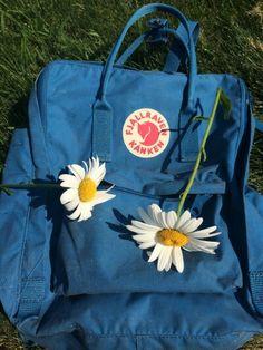 really want this backpack number 1 Mochila Kanken, Kanken Backpack, Fjallraven, Blue Aesthetic, Hipster, Backpacks, Purses, Nike, My Style