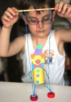 Marionette Clown selber basteln Kinder The post Clown basteln mit Kindern aus Tonpapier Klorollen Pappteller und Co. appeared first on Love Mode. Clown Crafts, Circus Crafts, Puppet Crafts, Carnival Crafts Kids, Fun Crafts For Kids, Creative Crafts, Diy For Kids, Craft Activities, Toddler Activities