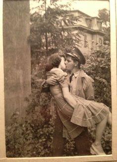 Baiser volé ou amour interdit, le tome 3 des Crèvecoeur vous le dira...http://bitly.com/1MBHuoz