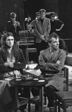 nigel planer, rik mayall, and madness on the young ones on MTV British Humor, British Comedy, English Comedy, British Men, Welsh, Rik Mayall, Alternative Comics, Comedy Tv, First Tv