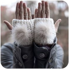 White Small Paws - Woolen fingerless mittens with recycled fox fur Hand Crochet, Knit Crochet, Craft Fur, Fingerless Mittens, Mitten Gloves, Fox Fur, Hand Warmers, Winter Hats, Creations