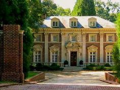 Willis Jones House, 520 West Paces Ferry Road (relocated from Peachtree Road), Atlanta, Georgia. Architect: Neel Reid, I have always loved that house! Dream Mansion, Old Mansions, Atlanta Mansions, Southern Mansions, Modern Mansion, Colonial Mansion, Grand Homes, Moving House, Haunted Places
