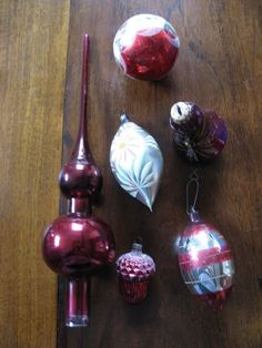 6 x old vintage Christmas balls in a balls, a clock, an acorn and a peak Vintage Christmas Balls, 3 Balls, Acorn, Clock, Fruit, Antiques, Winter, Glass, Desserts