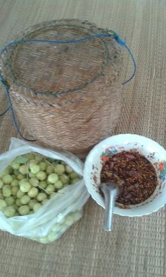 Laotian Snacking - jeow, plums and sticky rice Thai Recipes, Asian Recipes, Laos Food, Food Project, Black Rice, Meals For Two, Dip, Thailand, Salads